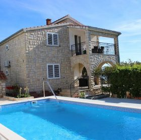 relax and feel nice holidays Family apartment with the pool in Rogac