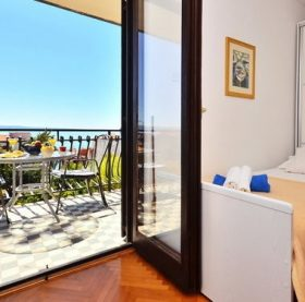 Nice and sea view apartment in Podstrana vacation holidays