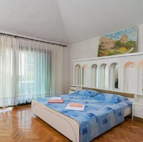 "Book ""Great 3-bedroom family apartment in Podstrana"" and enjoy your accomodation in Podstrana."