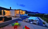 Holiday house with private pool in Kastela